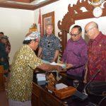 DPRD Bali Terima Audiensi Warga Banjar Kubu